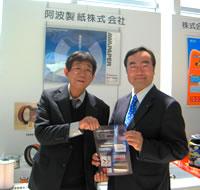 来場された飯泉徳島県知事(右)