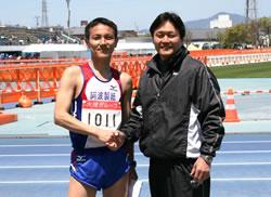 総合13位の湯口社員(阿南事業所)と三木社長